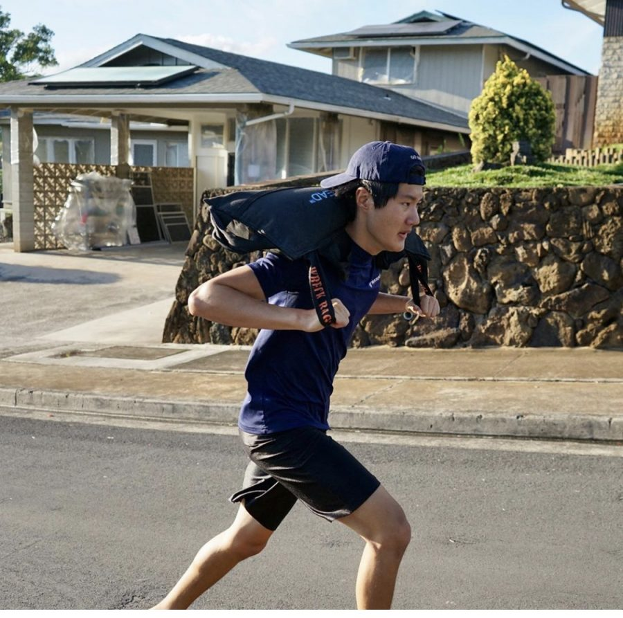 Mid-Pacific+students++are+finding+ways+to+stay+fit+even+through+the+stay+at+home+order.+Senior+Kellen+Tanaka+on+a+run+in+his+neighborhood.